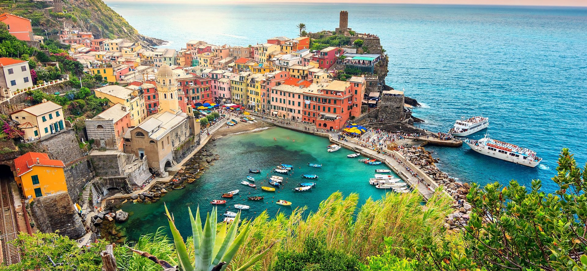 Het nationale park Cinque Terre bloemenriviera