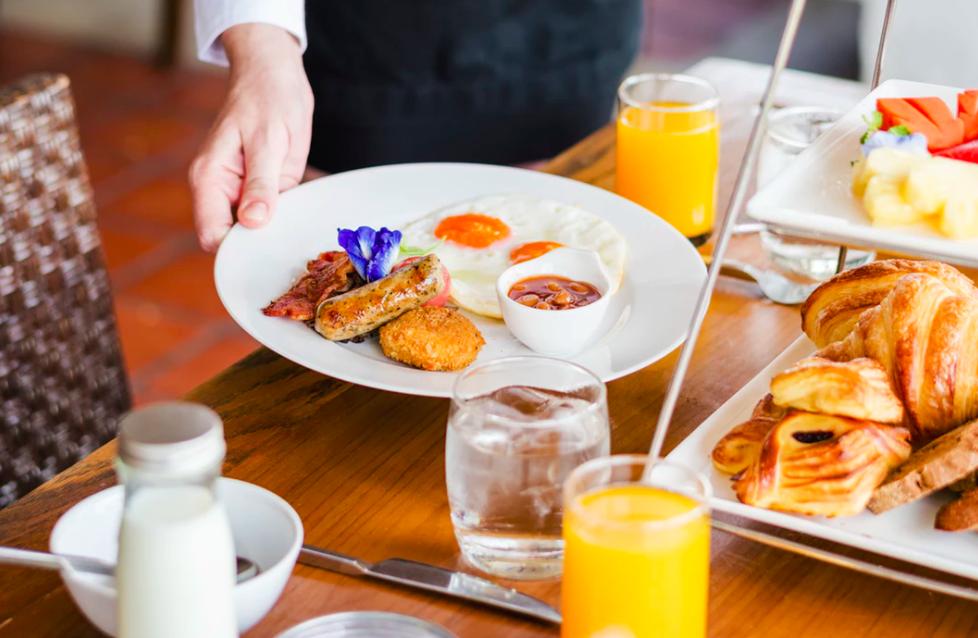 Ontbijt aan de boulevard - Finale Ligure