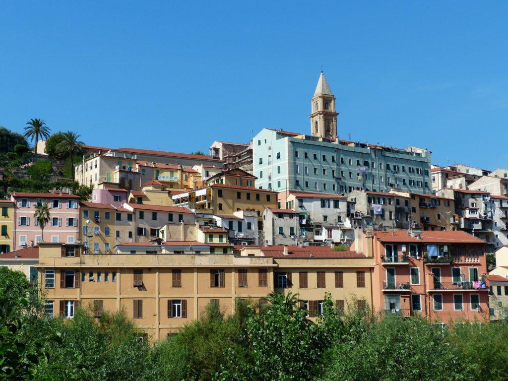 Ventimiglia vlakbij de Franse Grens een van de kleurrijkste dorpjes
